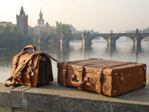 saddleback leather, saddleback leather suitcase, saddleback leather briefcase, luggage, suitcase, briefcase